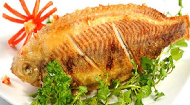 Mẹo rán cá vàng giòn, không sát chảo